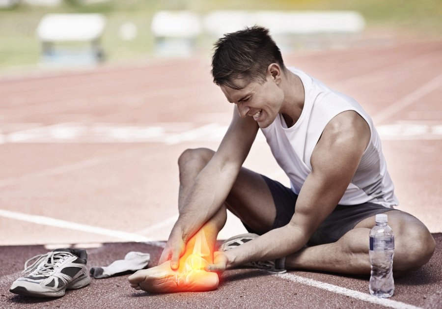 When Should You See a Doctor After a Sports Injury?