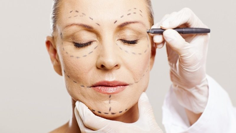 Know about the risk of Facial Plastic Surgery
