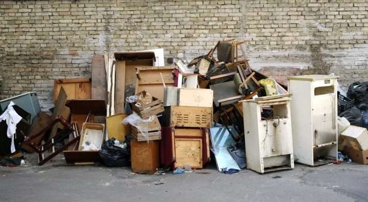 What are the contributions made by reputed rubbish removal services?