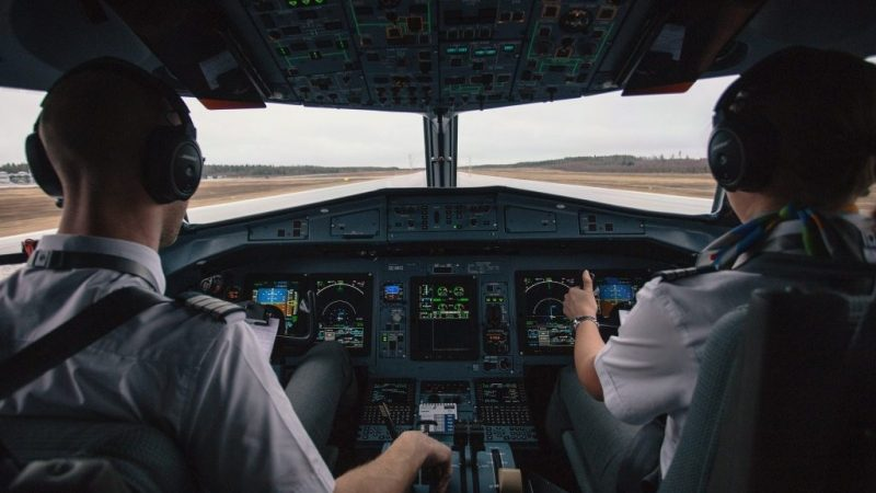 How To Become A Commercial Pilot | Salary & Perks- Receptix
