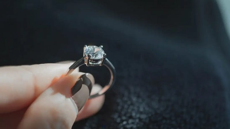 Few Important Details you need to know about Diamond Engagement Rings