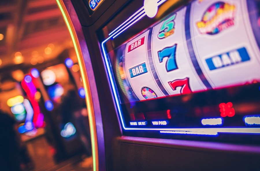 The Rise In The Popularity Of Online Gambling: Play Online Slots For Free Or Real Money