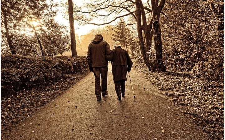 8 Ways to Improve the Quality of Life for Aging Parents