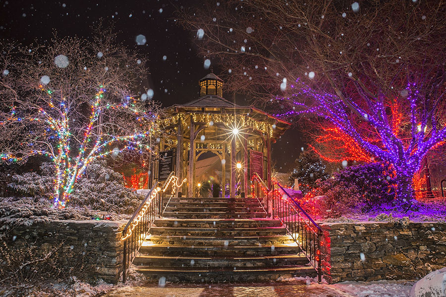 9 Ways Christmas Lights Can Make Your Wedding More Amazing