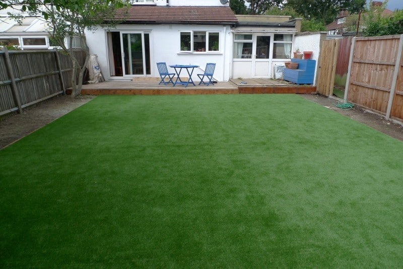 Advantages and Disadvantages of Fake Grass