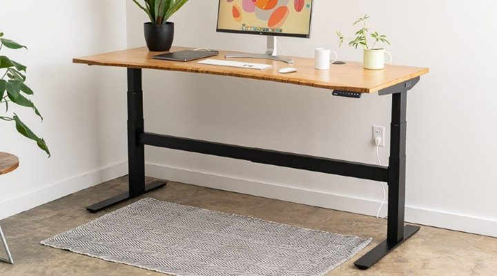 What features you should look for in an electric height adjusting desks?