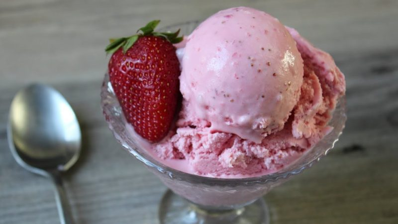 How to make strawberry ice cream at home