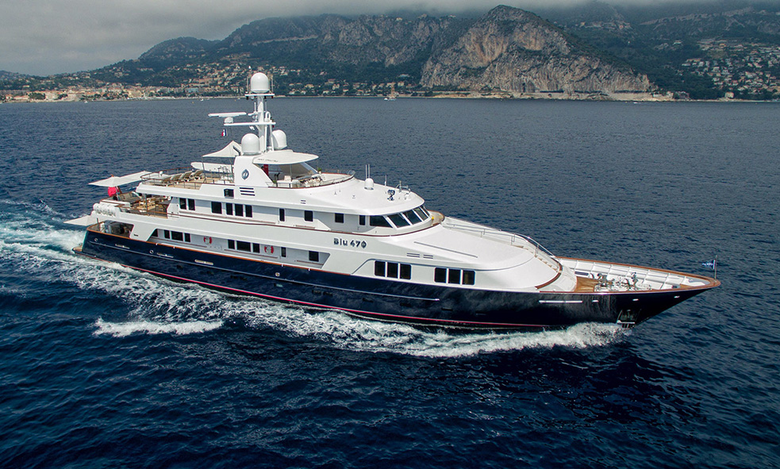 The vivid experience of the weekend voyage with the high-quality yachts