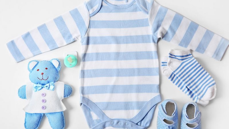 What to avoid while purchasing clothes for your newborn